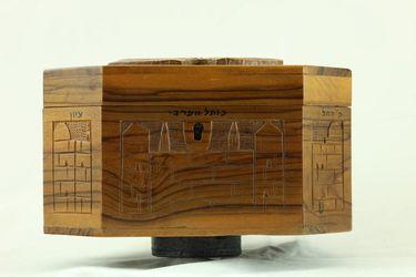 Schránka na etrog, osemboká, drevo, vyrezávaná - D00002